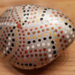 Acryltinte bemalter Stein